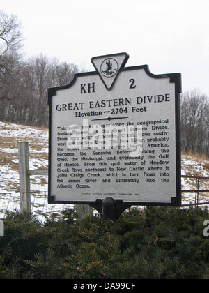 Mississippi river along great river road quad cities illinois iowa great eastern divide elevation 2704 feet this point marks a spot along the geographical feature known sciox Images
