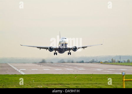 Ryanair Boeing 737 taking off from East Midlands Airport - Stock Photo