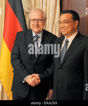 Chinese Vice-Prime Minister Li Keqiang (R) shakes hands with German Economy Minister Rainer Bruederle (FDP) for - Stock Photo