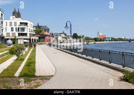 Elbufer Uferpromenade and River Elbe, Magdeburg, Saxony Anhalt, Germany - Stock Photo