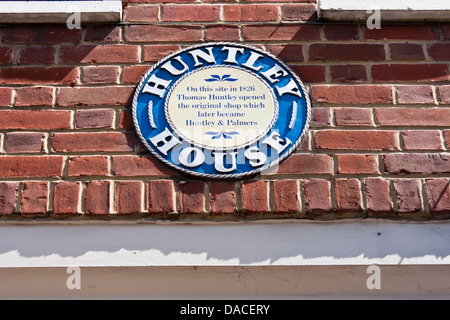 Plaque on wall above shop commemorating location of the original shop later to become Huntley and Palmers. Reading, - Stock Photo