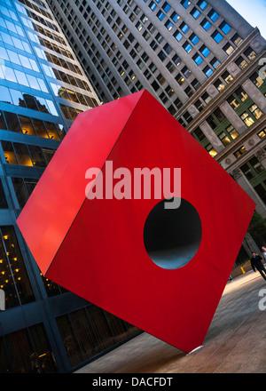 Isamu Noguchi's Red Cube (1968), 140 Broadway, Manhattan, New York City, USA. - Stock Photo