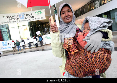 Indonesian activist Ida and her one year old son Agung protest together with activists from the environmental protection - Stock Photo