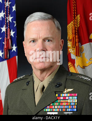 Official portrait, uncovered, of the 35th Commandant of the Marine Corps, General James F. Amos. General Amos is - Stock Photo