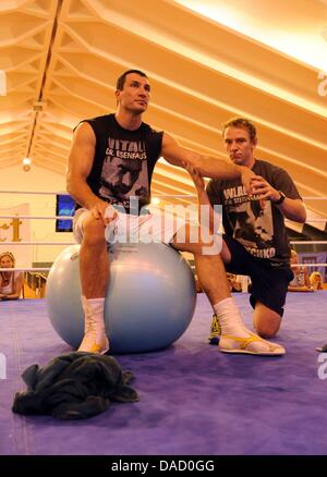 (dpa FILE) - An archive picture, dated 24 August 2010, shows Ukrainian boxing world champion Wladimir Klitschko - Stock Photo