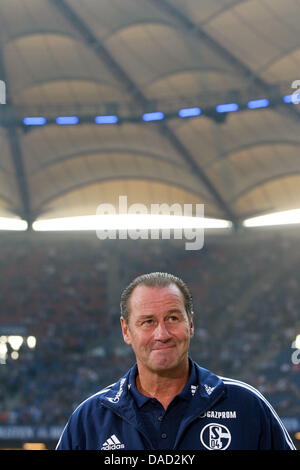 Schalke's head coach Huub Stevens stands on the sideline prior to the Bundesliga soccer match Hamburger SV vs FC Schalke - Stock Photo