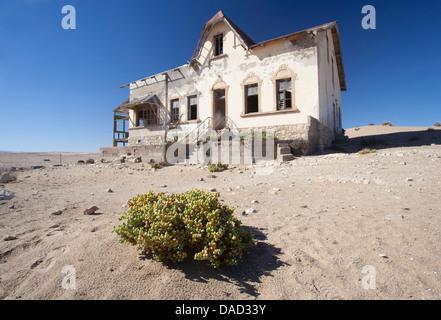 House reclaimed by desert in the abandoned former diamond mining town of Kolmanskop, Forbidden Diamond Area, Luderitz, - Stock Photo