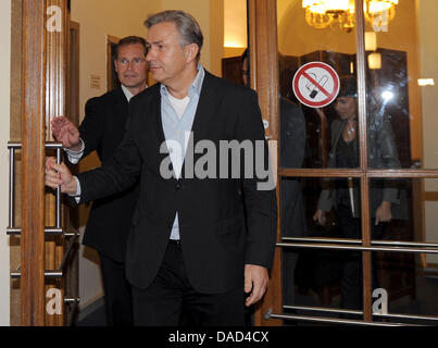 Berlin's governing mayor Klaus Wowereit (SPD, front) and the chairman of Berlin's SPD state parliamentary group, - Stock Photo