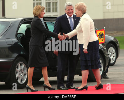 Vilnius, Lithuania. 11th July, 2013. German President Joachim Gauck and his partner Daniel Schadt (L) are greeted - Stock Photo
