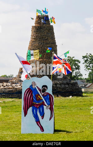Newtownabbey, Northern Ireland. 11th July 2013.  Superman peep board holding Ulster Flags at Mossley bonfire Credit: - Stock Photo