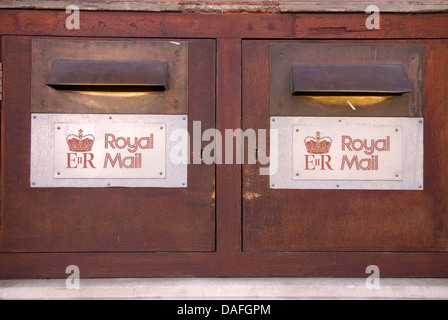 a royal mail post office bureau de change currency exchange stock photo royalty free image. Black Bedroom Furniture Sets. Home Design Ideas
