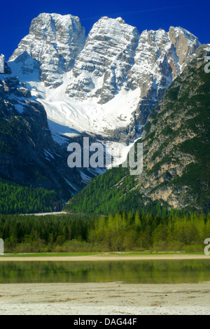 view over the Duerrensee in the Hoehlenstein Valley, in the background lies the Cristallo-Group, Italy, South Tyrol, - Stock Photo