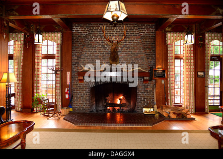 Fireplace in the main lobby of historic Lake Quinault Lodge. Olympic National Park, Washington, USA. - Stock Photo