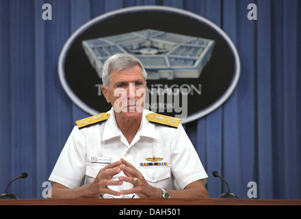 Commander, U.S. Pacific Command Adm. Samuel J. Locklear III briefs the media on recent activities in the Asia-Pacific - Stock Photo