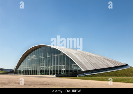The American Air Museum at the Imperial War Museum at Duxford, designed by Foster and Partners, built 1995 - 1997 - Stock Photo