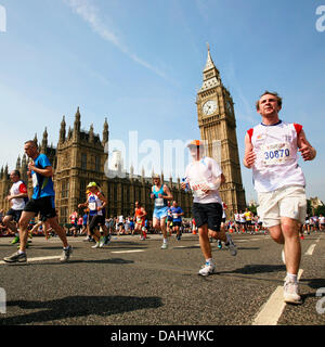 London, UK. 14th July, 2013. Runners in UK 10km fun run. The British 10k London run, 13th year, about 25,000 runners - Stock Photo