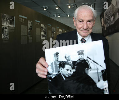 Israeli attorney and former deputy prosecutor at the trial against Nazi criminal Adolf Eichmann, Gabriel Bach, holds - Stock Photo