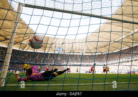 Hamburg's Ruud van Nistelrooy turns the penalty kick into a goal and Dortmund's goalkeeper Roman Weidenfeller (L, - Stock Photo