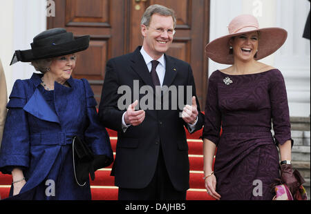 Queen Beatrix of The Netherlands, Crown Princess Maxima (R), and German state president Christian Wulff stand in - Stock Photo