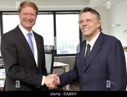 The director of the Bavarian Broadcasting Company (BR) Ulrich Wilhelm (L) and conductor Mariss Jansons shake hands - Stock Photo