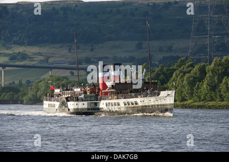 Paddle Steamer Waverley cruising up the River Clyde at Erskine. - Stock Photo