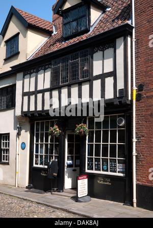 antique shop in elm hill, norwich, norfolk, england - Stock Photo