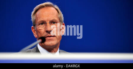 CEO of the insurance company Allianz SE, Michael Diekmann, is pictured at the general meeting of the firm in Munich, Germany, 04 May 2011. The operating profit of Allianz remained stable in the first quarter of 2011 with 1.7 billion euro. Photo:Frank Leonhardt