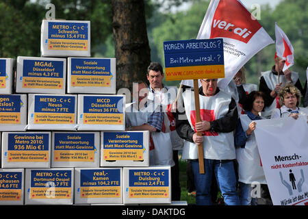 Members of German labour union Verdi protest outside the Metro Groupgeneral assembly inDuesseldorf,Germany, 06May - Stock Photo