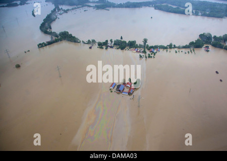 farmhouses and large oil layer on river Inn during the flood in June 2013, Germany, Bavaria, Schaerding - Stock Photo