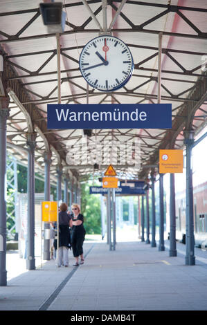 Passengers wait at platform three of the city railway station (S-bahn station) Rostock-Warnemuende in Warnemuende, - Stock Photo