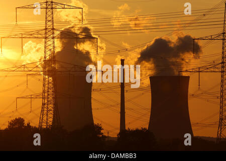 (FILE) An archive photo dated 23 August 2009 shows the cooling towers of Grafenrheinfeld nuclear power station with - Stock Photo