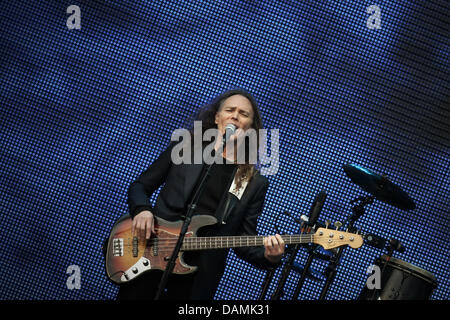 member of fhe rock band 39 eagles 39 timothy b schmit performs on stage stock photo 58231684 alamy. Black Bedroom Furniture Sets. Home Design Ideas