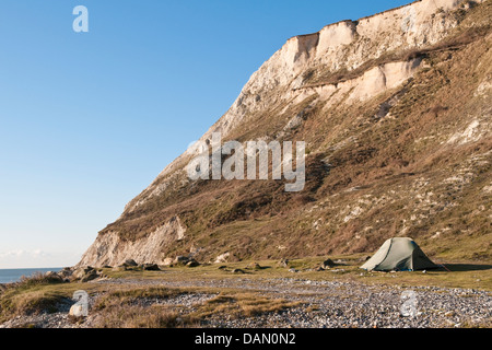 Tent pitched on the foreshore just above high tide level at Cow Gap near Beachy Head, Eastbourne, East Sussex, UK - Stock Photo