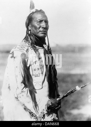 SCALPING Big Mouth Spring with a decorated scalping  patch on his right shoulder. Photographed in 1910 by Edward - Stock Photo
