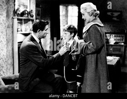 NIGHT TRAIN FOR INVERNESS (1960) NORMAN WOOLAND DENNIS WATERMAN JANE HYLTON ERNEST MORRIS (DIR) NTFI 001 MOVIESTORE - Stock Photo