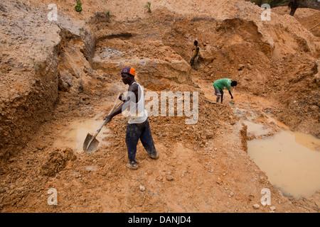 Mining for diamonds in Kono district, Sierra Leone. - Stock Photo