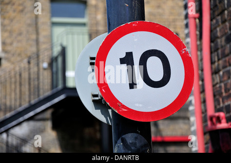 Chatham, Kent, England. Chatham Historic Dockyard. 10 mile per hour speed limit sign - Stock Photo