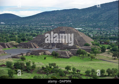 The Pyramid of the Moon, the second largest pyramid in Teotihuacan sitauted about 50km north-east of Mexico city, - Stock Photo