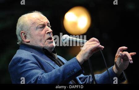 British Rock and Blues singer Joe Cocker performs on stage at the Stadtparkbuehne concert venue in Hamburg, Germany, - Stock Photo