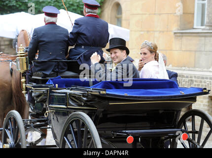 The wedding couple, Georg Friedrich, Prince of Prussia, and Sophie, Princess of Isenburg, leave the Church of Peace - Stock Photo