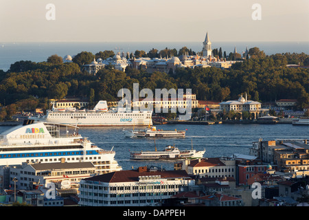Turkey, Istanbul, View of Topkapi Palace and Golden Horn with cruise liners in foreground - Stock Photo
