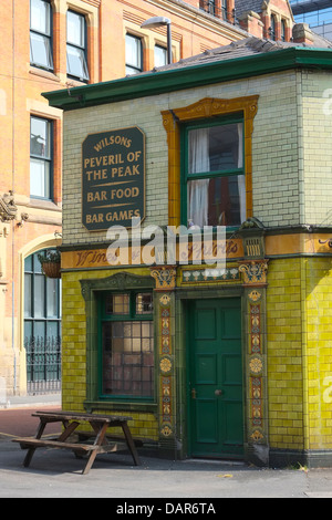 England, Manchester, view towards Peveril of the Peak Public house - Stock Photo