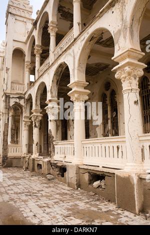 Africa, Eritrea, Massawa, Old Town, Banco d'Italia, former bank, battle damaged structure - Stock Photo