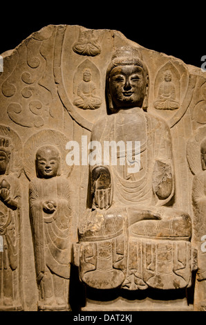 China, Shanghai, Shanghai Museum. Ancient carved stone collection, Buddha statue c. 550-577 AD. - Stock Photo