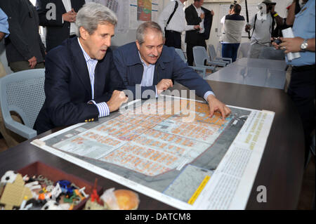 US Secretary of State John Kerry is shown a map of the Za'atri camp for Syrian refugees by Jordanian Foreign Minister - Stock Photo