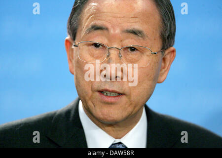 UN-Secretary General Ban Ki-Moon shown at a press conference in Berlin, Wednesday, 21 February 2007. Photo: Tim - Stock Photo
