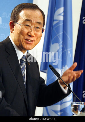 UN Secretary General Ban Ki-Moon shown at a press conference in Berlin, Wednesday, 21 February 2007. Photo: Wolfgang - Stock Photo