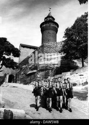 National Socialism / Nazism, organisations, Hitler Youth, formation in front of the Nuremberg Castle during preparations - Stock Photo