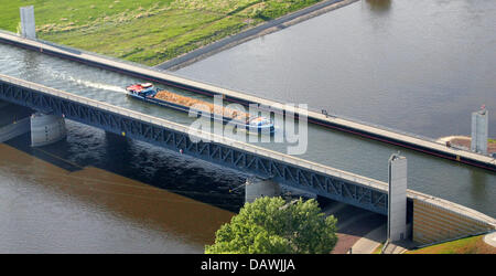 A barge transports cargo on the trough bridge crossing the River Elbe north of Magdeburg, Germany, 30 April 2007. - Stock Photo