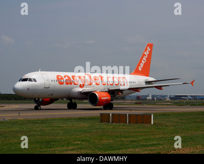 G-EZTG easyJet Airbus A320-214 - cn 3946 1 - Stock Photo